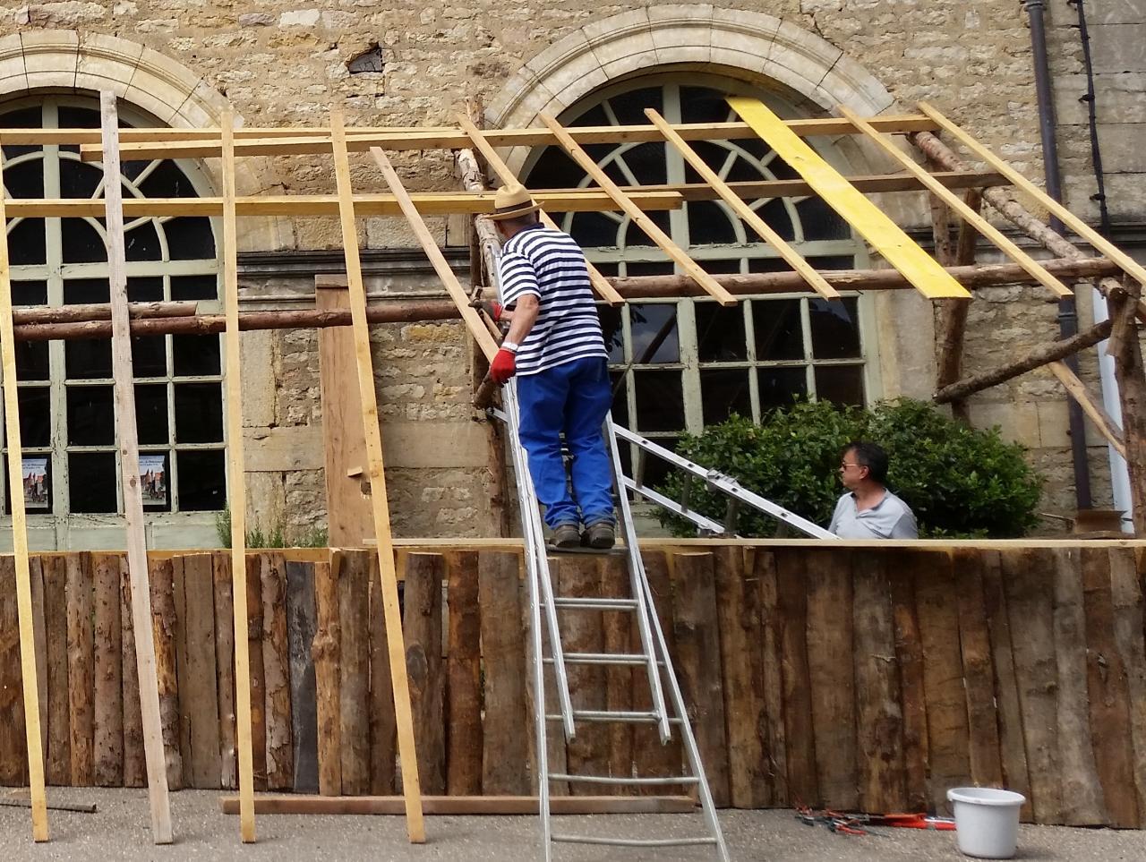 Jean et Jean-Michel, en charpentiers...