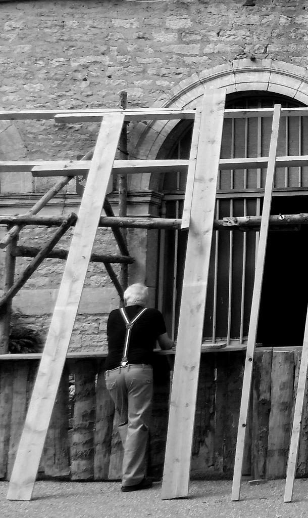 Carl, songeur, sur le chantier...