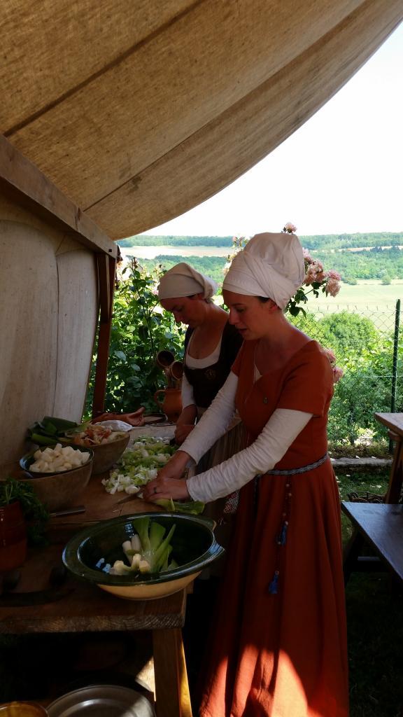 Les cuisinières de la Massenie de Saint-Michel 1473 à l'ouvrage...