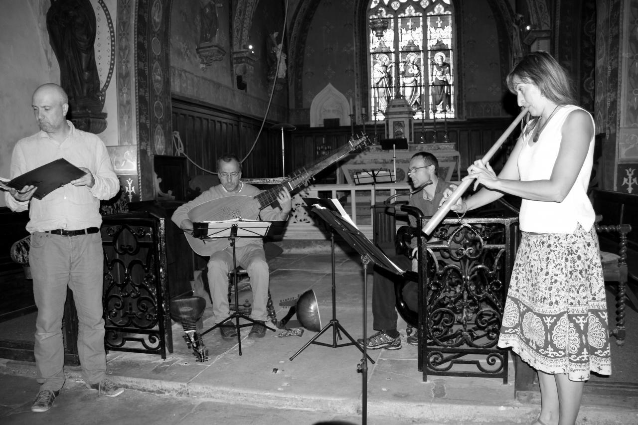 T. Van Essen baryton, J. Lefebvre théorbe, V. Hostiou serpent, E. Godard cornet à bouquin