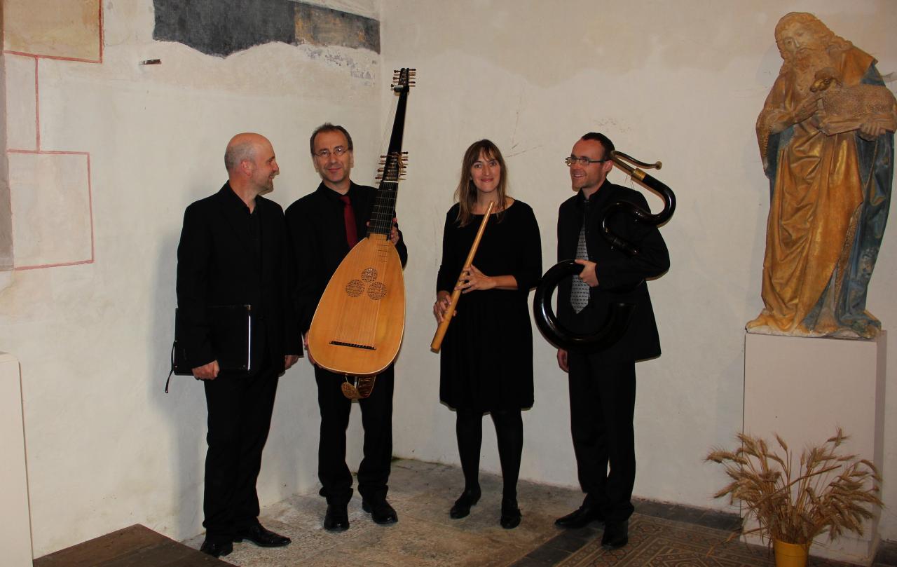 T. Van Essen baryton, J. Lefebvre théorbe, E. Godard cornet à bouquin, V. Hostiou serpent