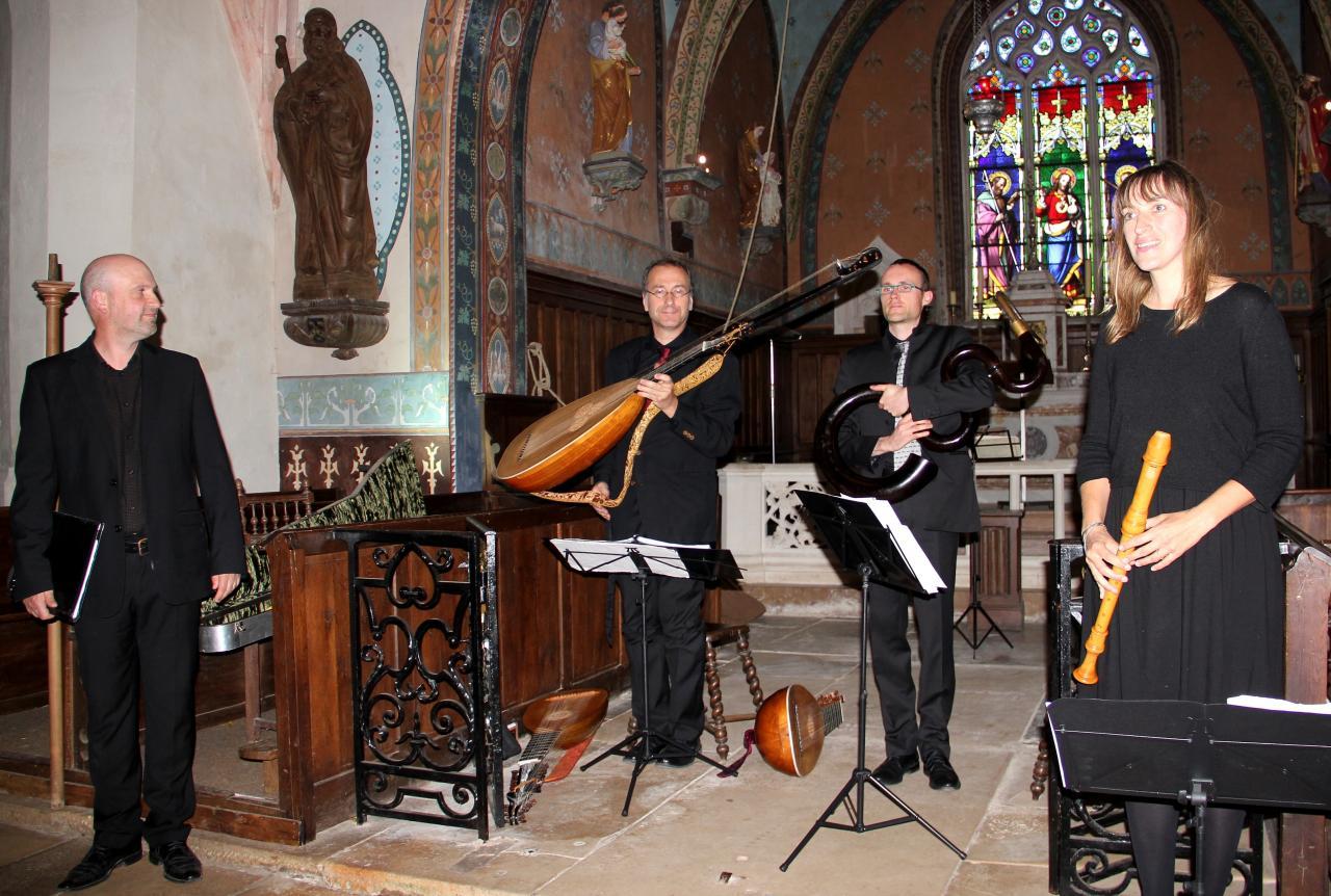 T. Van Essen baryton, J. Lefebvre théorbe, V. Hostiou serpent, E. Godard flûte à bec