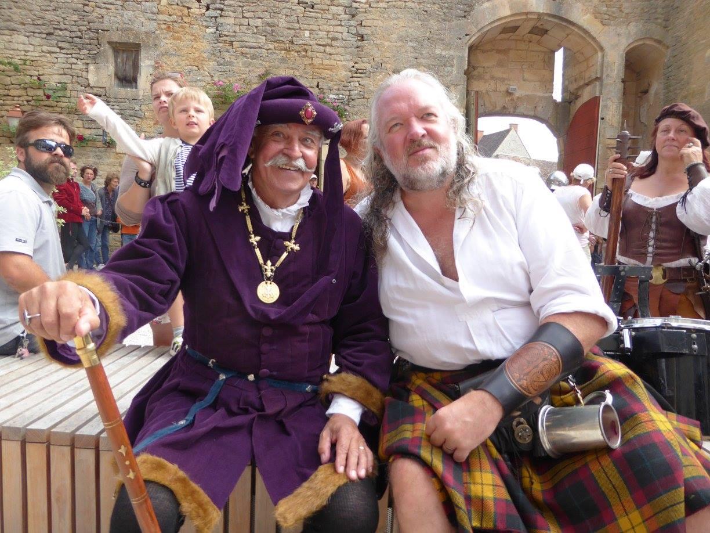 Rencontre entre un danseur de La Bravandrille, et un Highlander