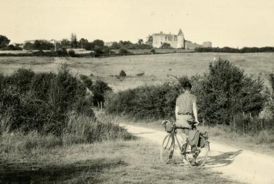 1952 08 02 papa son velo son village arrivee par le sud canal