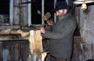 1967 12 24 mimile dans son atelier avant la messe de minuit 02 dimin